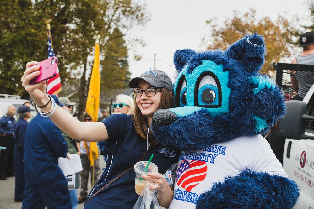 petaluma-veterans-day-parade---brennan-chin_30883390011_o.jpg