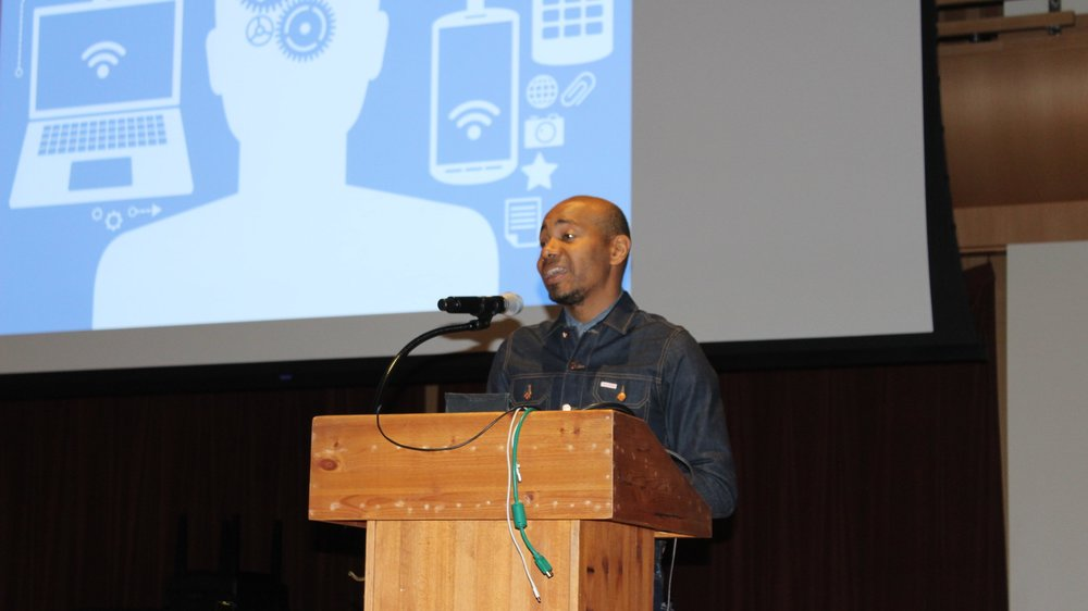 STAR // Christine von Raesfeld   DJ Spooky takes the opportunity to discuss electronic devices during his lecture on Thurs. 31, 2019.