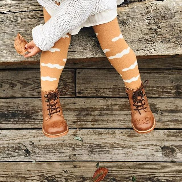 Looking for the perfect Fall booties for your littles? Look no further - head to @munchkinetmoi for the cutest mini shoe selection you ever did see 💕 ||📷: @sylviatribel||