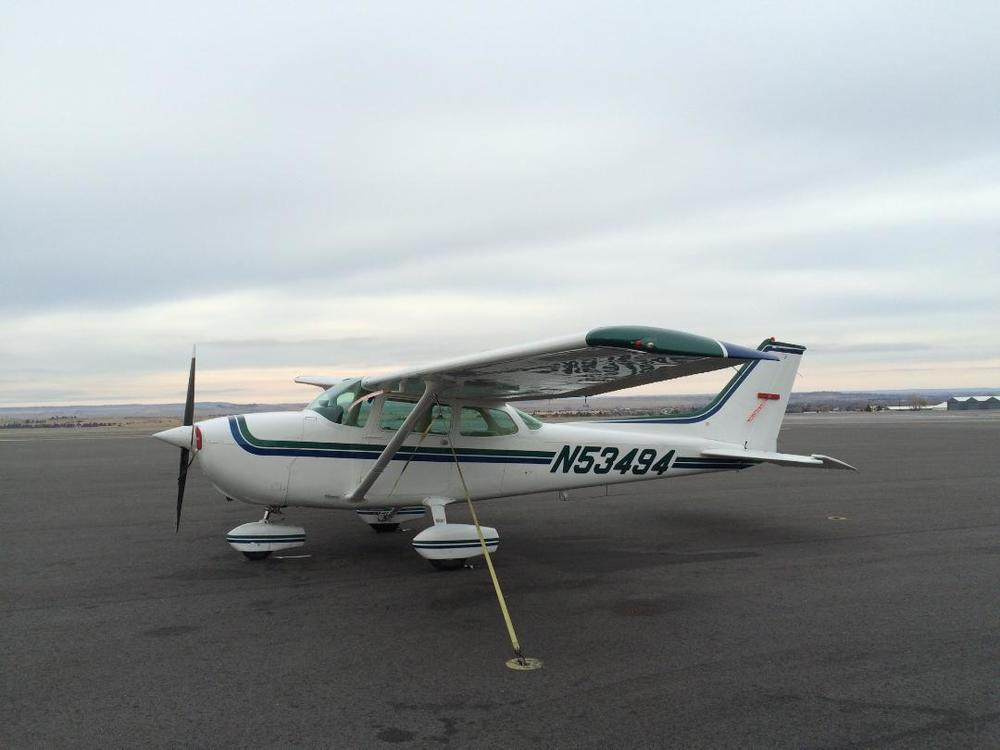 A beautiful Cessna 172 available at Camas. The Cessna 172 has more legroom and can carry four people as opposed to the Cessna 150's capacity of two. Want to take the whole family flying with you? Take the 172!