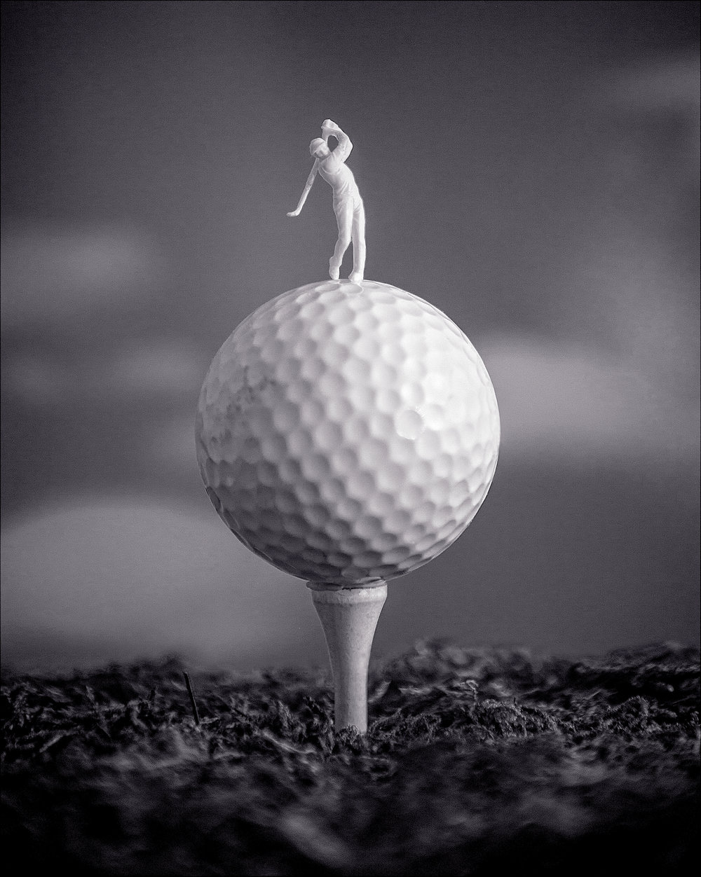 2-Classic simple pop_Shorter tee_crop_Golf_Ira_B&W.jpg