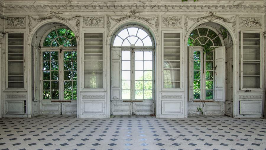 Chateau de singes arched doors