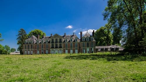Abandoned: Chateau Du Cavalier