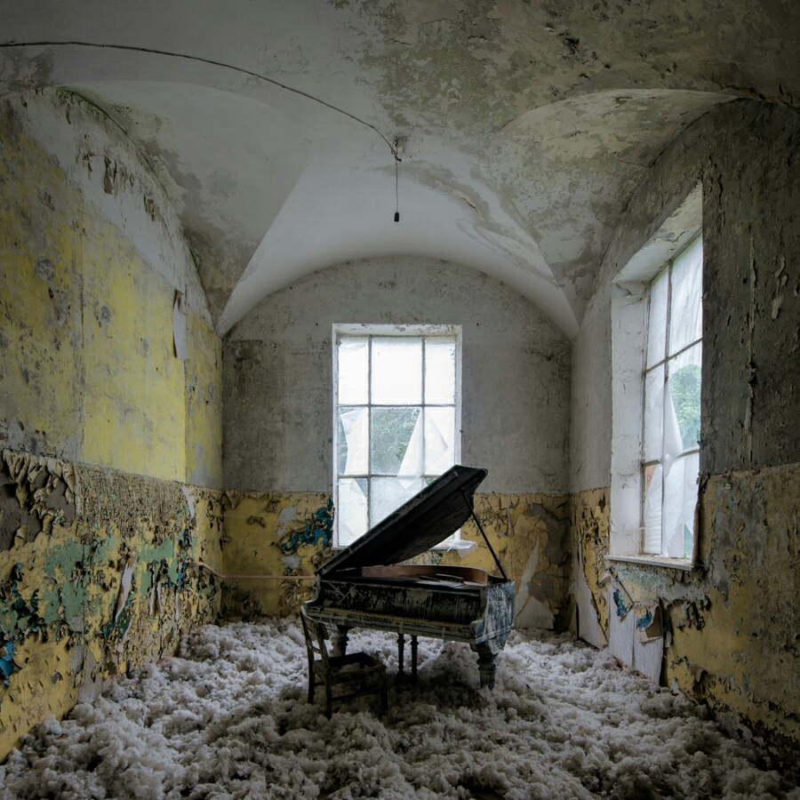 Urbex: Beelitz Bath House Piano