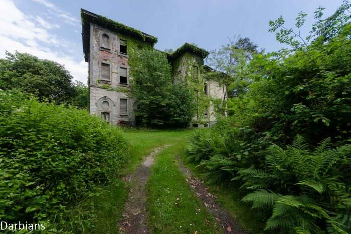 Abandoned: Villa Castelli Italy