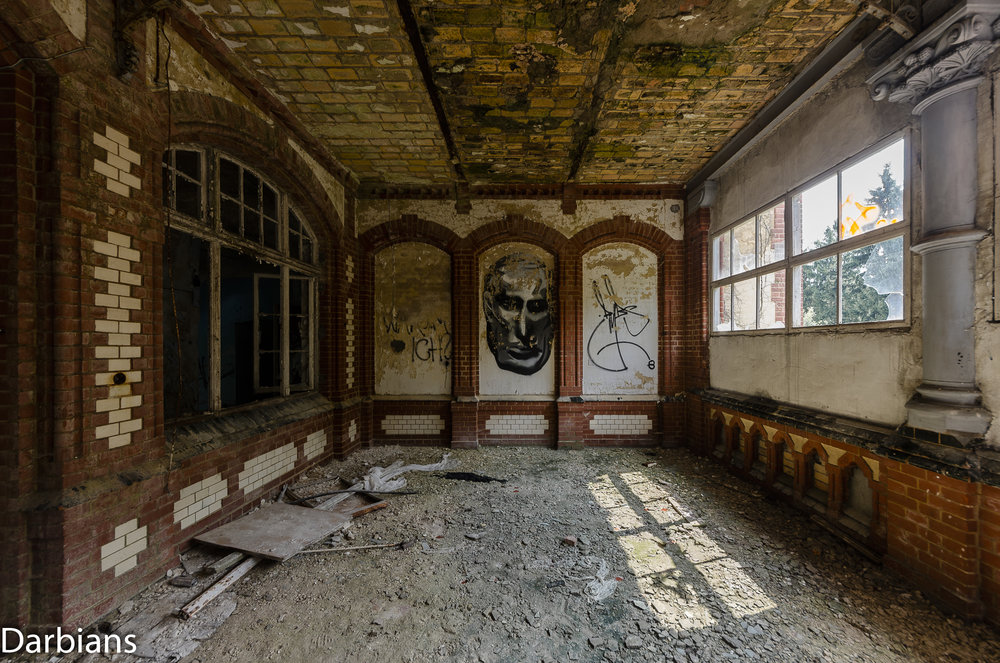 Beelitz Female Pavilions: I guess this was a balcony for air baths as the windows seem a little out of place and seem to be a later addition.