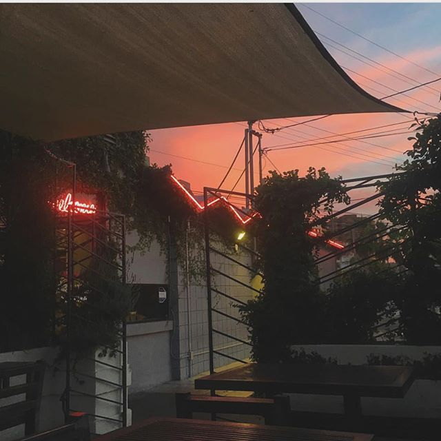 Have a night cap on the patio 💕 • • • 📷: @faithfullyyours #coffeecommissary #burbank #patio #sunset #chill #vibes #coffeevibes #nightcap