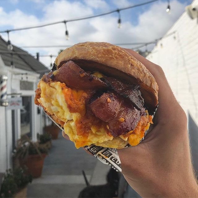 ✊🏽Bacon Jam Sandwich 👊🏽Come and Get It! You've never had Bacon Jam like this. • • • #coffeecommissary #bacon #baconjam #baconeverything #baconmakeseverythingbetter #egg #bun #brunch #breakfastsandwich #coffeeshopfood #foodie #nosh