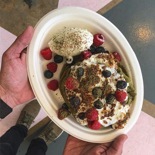 Matcha Pancakes, Lemon Cream, Fresh Berries and Granola 🍵 Available all Weekend in Glendale! • • • #coffeecommissary #matcha #pancakes #brunch #matchapancakes #foodie #breakfast #brunchinla #losangelesbrunch #saturday #yum