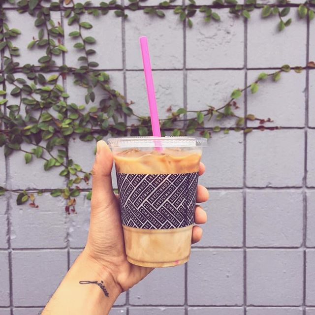 It's getting hot in the valley, babes. Iced Latte weather is here 💕💕 • • • 📷: @rewritereality #icedcoffee #icedlatte #summer #warmweather #icedcoffeeweather #icedcoffeeaddict #icedcoffeelover #coffeecommissary