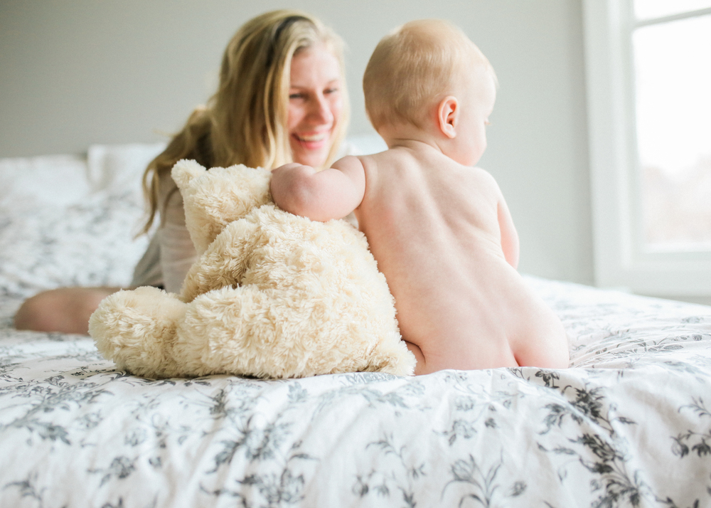 baby-butt-with-teddy-and-mom