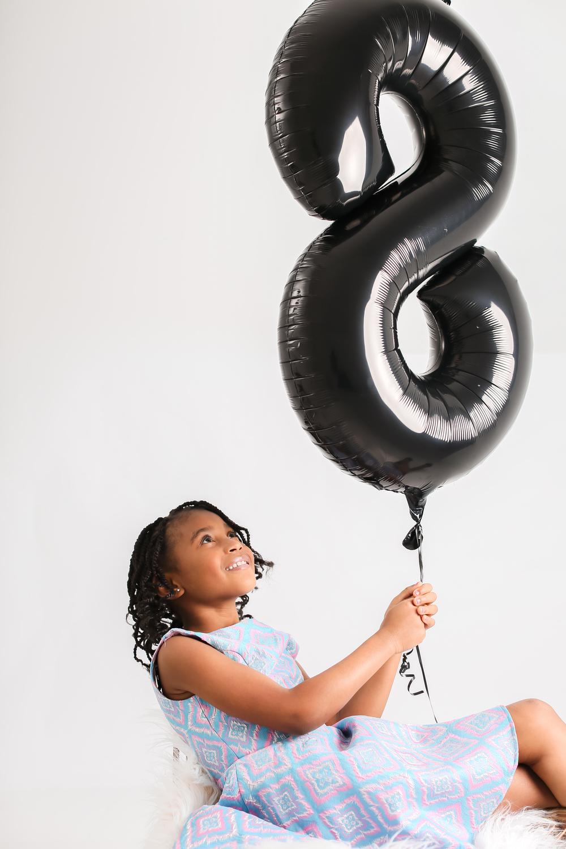 birthday-balloon-girl