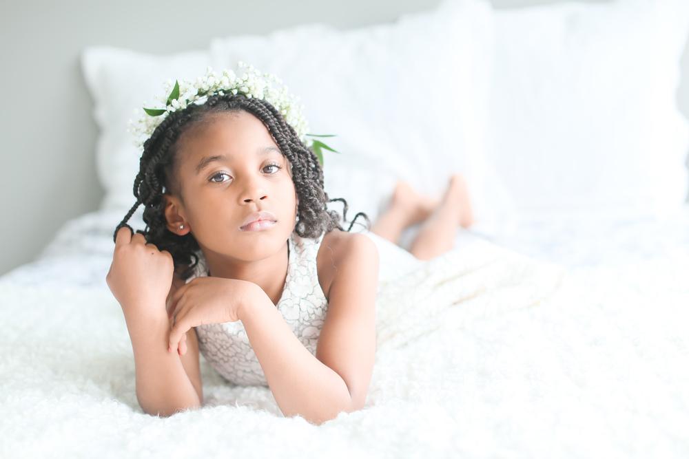 little-girl-hair-twirl
