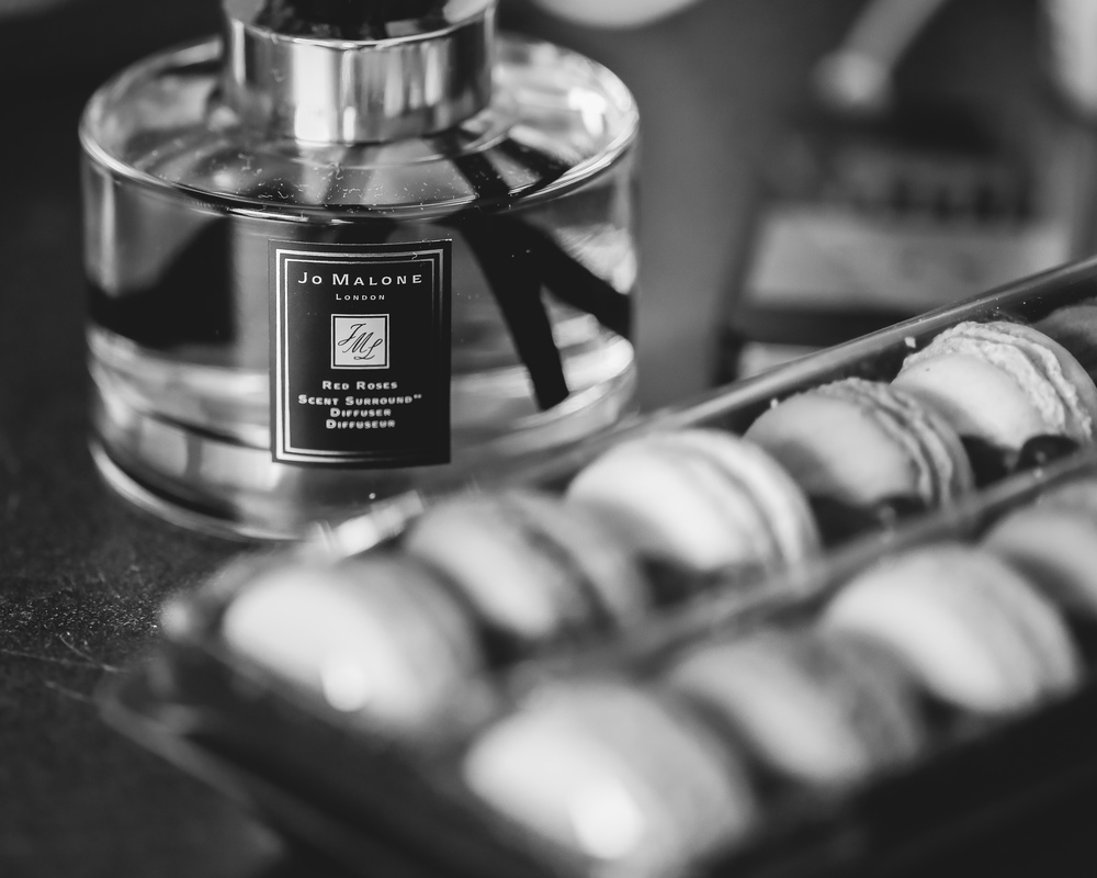 oil diffuser and french macaroons
