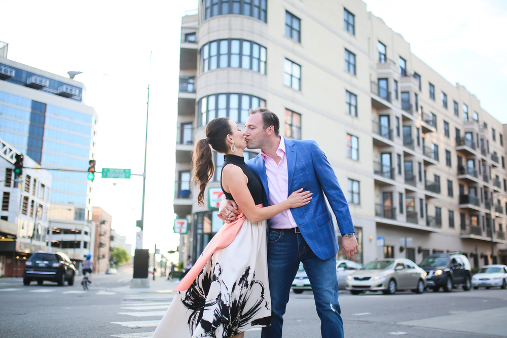 chicago couple street kiss lifestyle photography