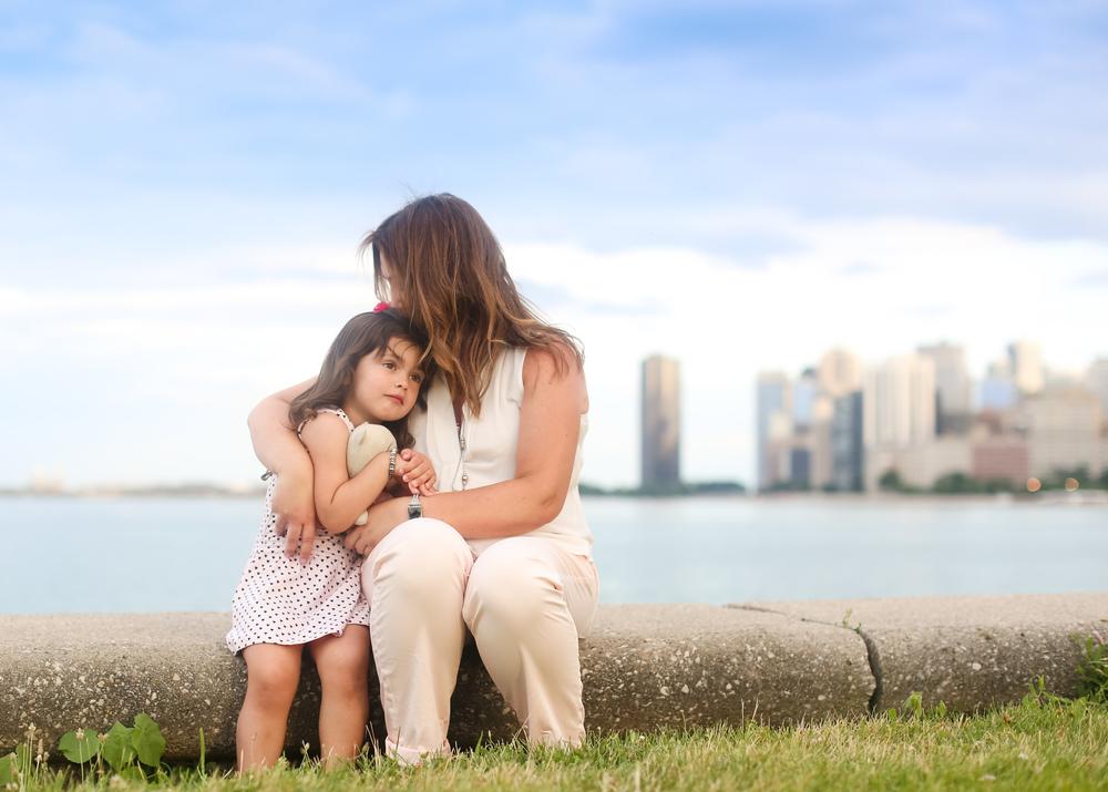 chicago mommy me hug lifestyle image