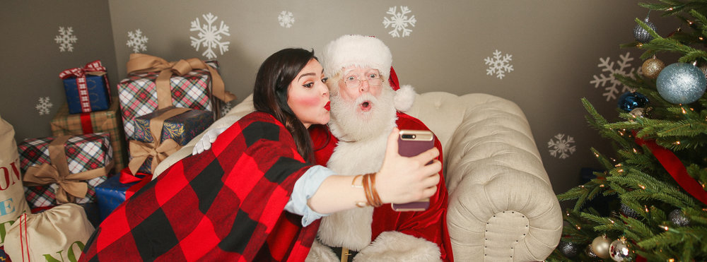 chicago holiday makeup artist selfie with santa jenny grimm photography