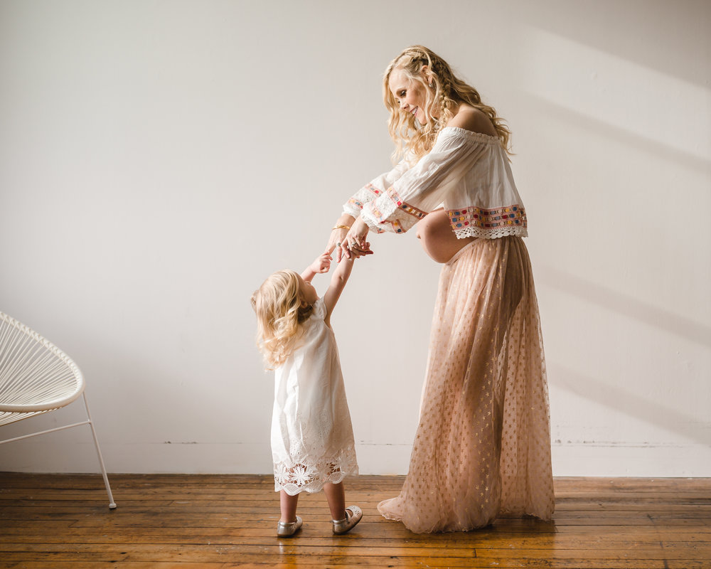 chicago maternity lifestyle photographer jenny grimm boho chic pregnancy session
