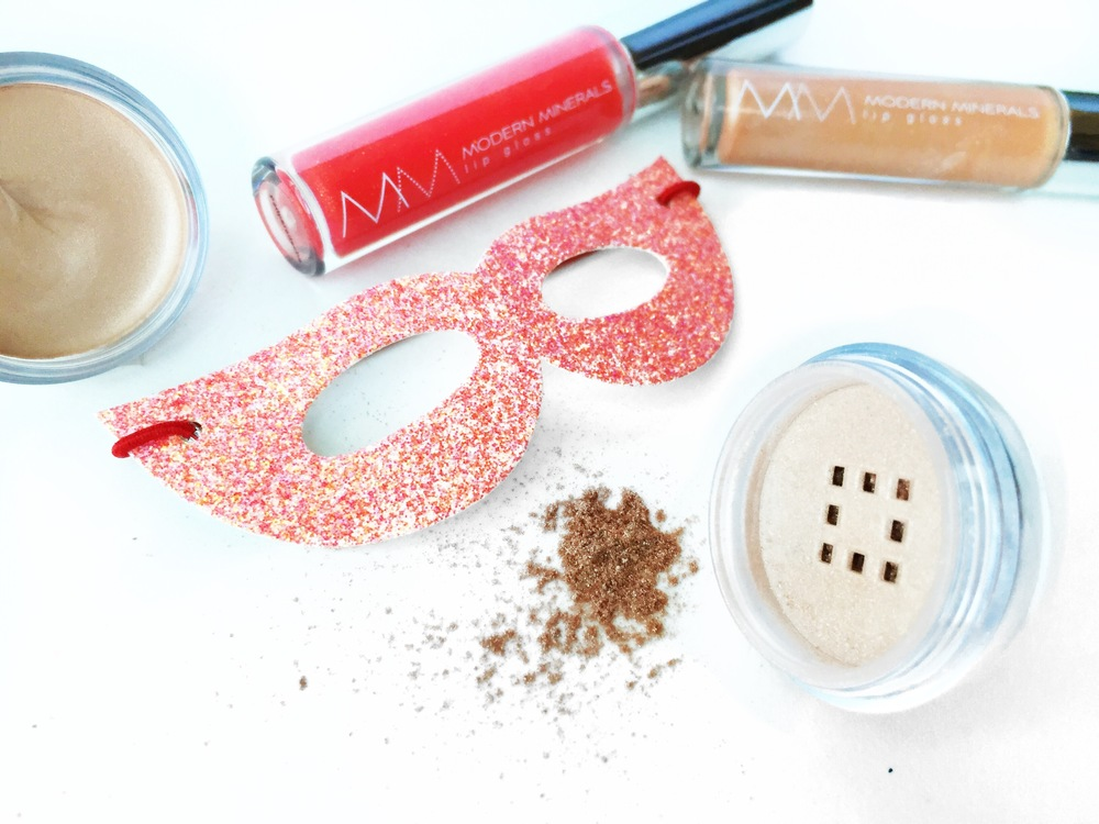 Beauty Heroes June Box - Modern Minerals Makeup - janny: organically.