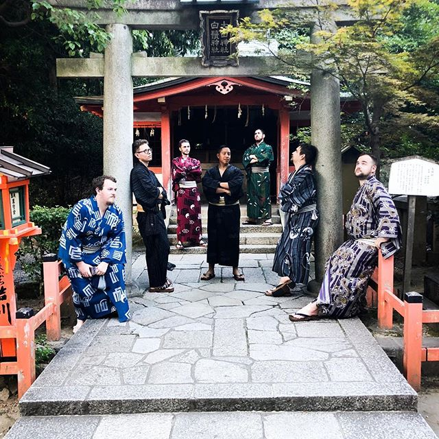 The gate keepers of the west. #noregrets #contiki #contikitonz #japan #japanunrivalled #gion #yukata #kyoto #men