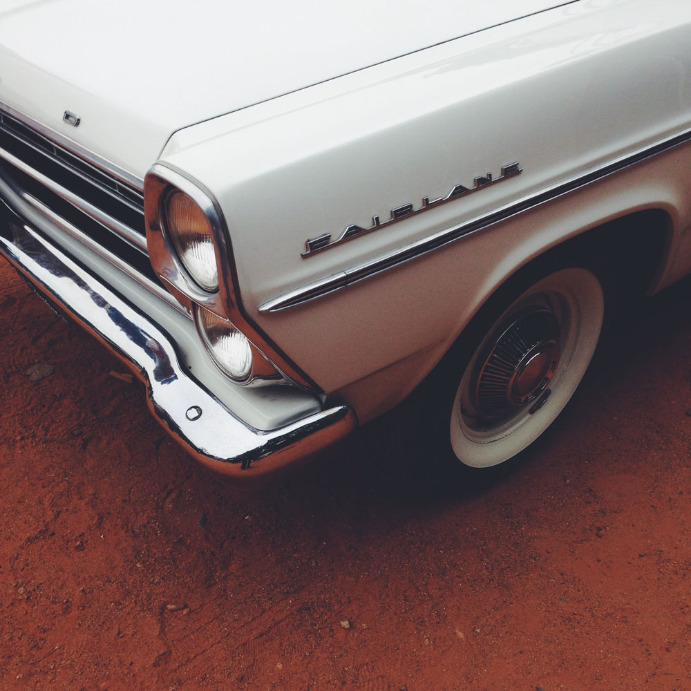 ford-fairlane-vintage-car