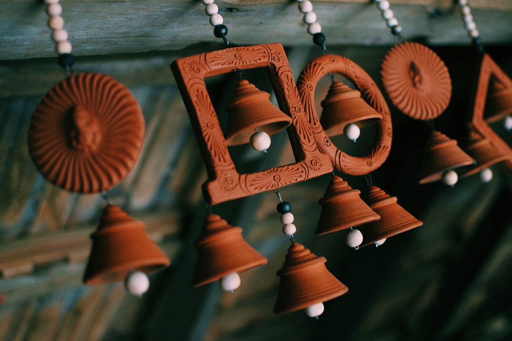 dakshinachitra-earthen-pottery-ornaments