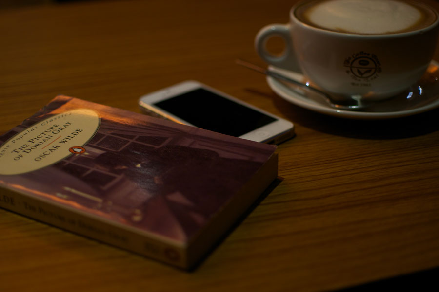 iphone-coffee-book