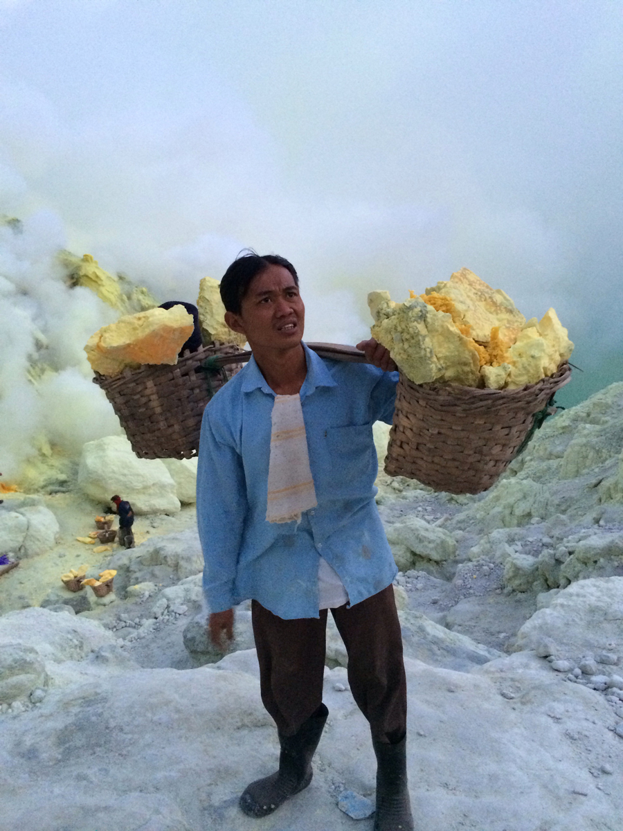 ijen-crater-travel