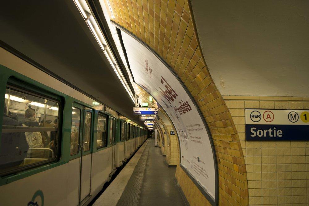 Charles De Gaulle Étoile Station