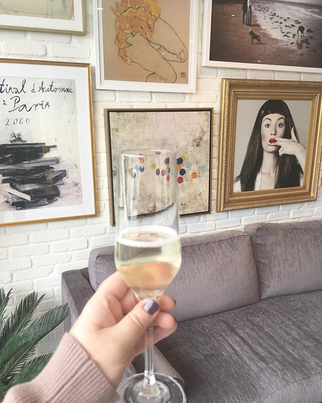Sunday vibes 💅🏻🍾🥂 Thanks for having us @yellow_door_studio, it's as chic as it is inviting.