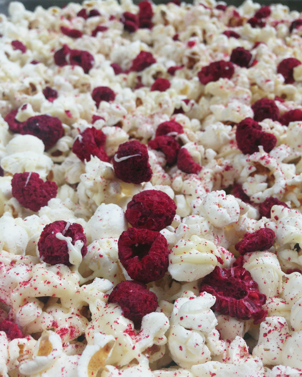 WHITE CHOCOLATE RASPBERRY CHEESECAKE POPCORN