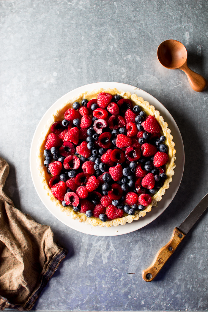 FRESH BERRY TART WITH LEMON CURD
