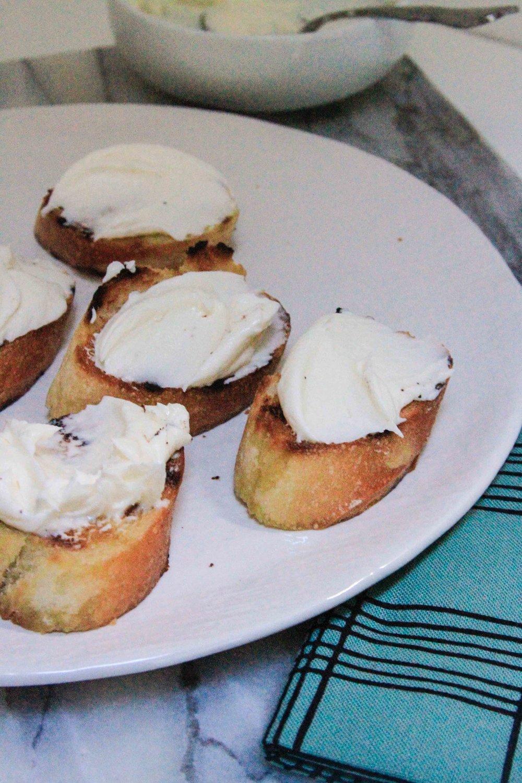 Pear cheesecake crostini