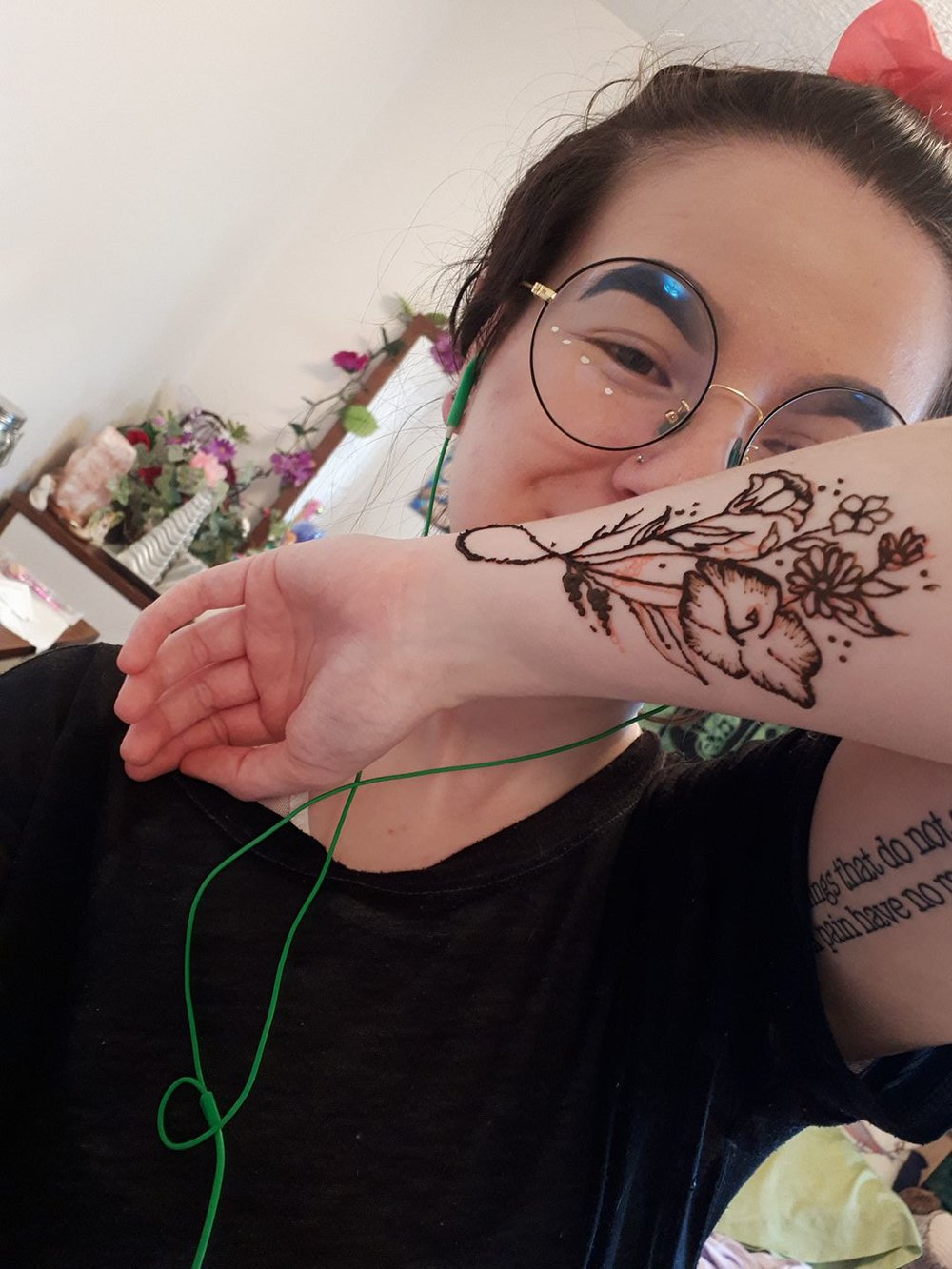 Tavia Latta Henna - Lahari's very own Tavia will be providing her temporary henna tattoo services at the event! She offers henna in studio paired with some of her classes so check out the studio class schedule as well as her Instagram @mehndi_tavi for inspiration on what adornment you might want.