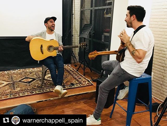 Muy contento por el pana @angelnavasim y por @nilmoliner trabajando con el equipo de @warnerchappell_spain y @alexubagoficial . Todos grandes gentes y talentos !! Estas son las cosas de la industria, cuando entre todos nos compartimos pasan cosas como esta que me hacen sentir orgulloso de que estemos transformándolo todo. . . . . #spain #nilmoliner #musica #alexubago #latinmusic #warnerchappel #working #songwriting #webreathemusic #vielmusic #musicislife #musicproduction #musicproducer #musicpublishing #musicbusiness #industriamusical #musician #singer #songwriter #latin #spain #argentina #venezuela #new #producer #newsong #recording