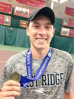 Boys Class AA Singles Champion Ben Van der sman (Sr) East Ridge