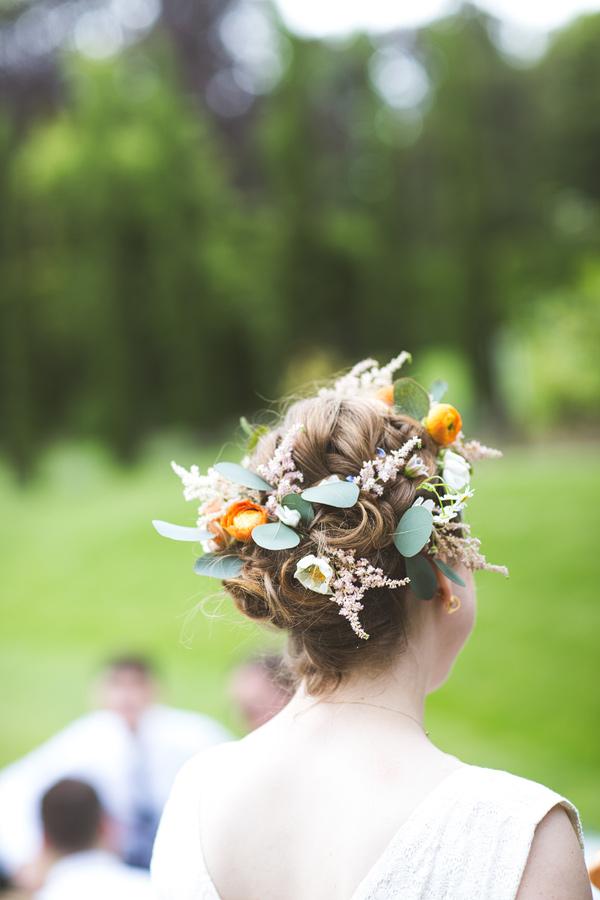 Flowers in hair www.humbelle.co.uk