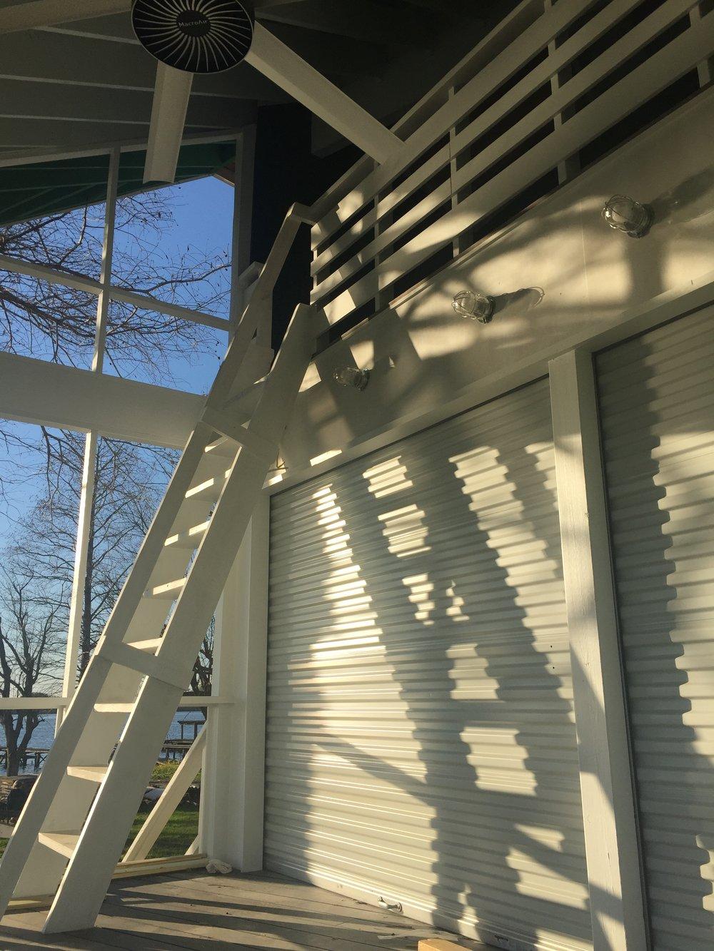 GATOR HOUSE: the porch