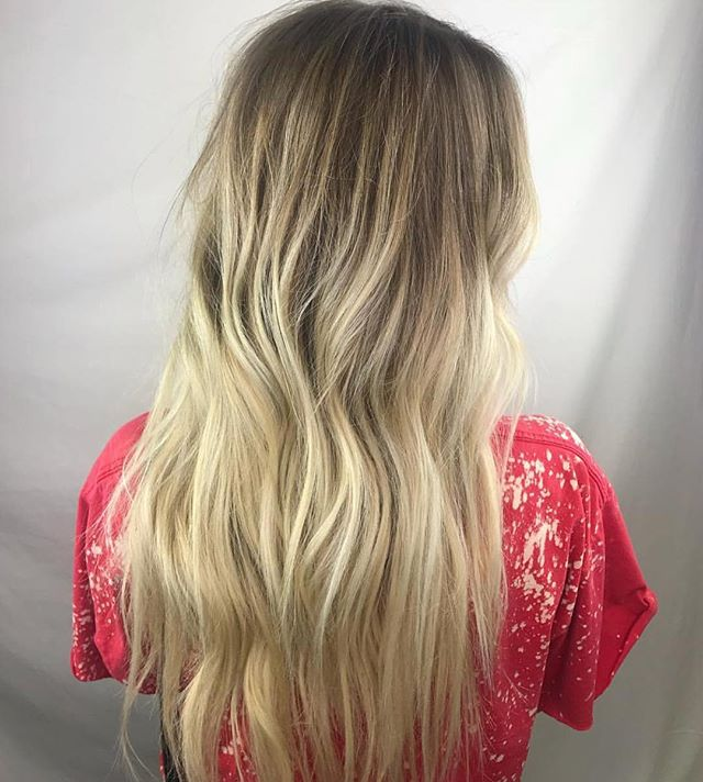 COLOR BY @lcbhair + EXTENSIONS BY @_hairbyhailes 😍😍