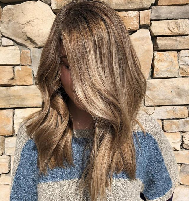 This color is everything !!! Balayage doesn't always mean white blonde ends — natural tones for the win 😍 amazing work KB // @hairby_kb 🌟🌟