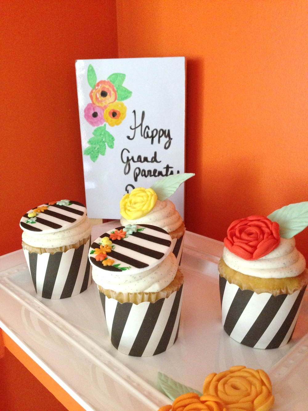 grandparents-day-styled-photo-shoot-cupcakes.jpg