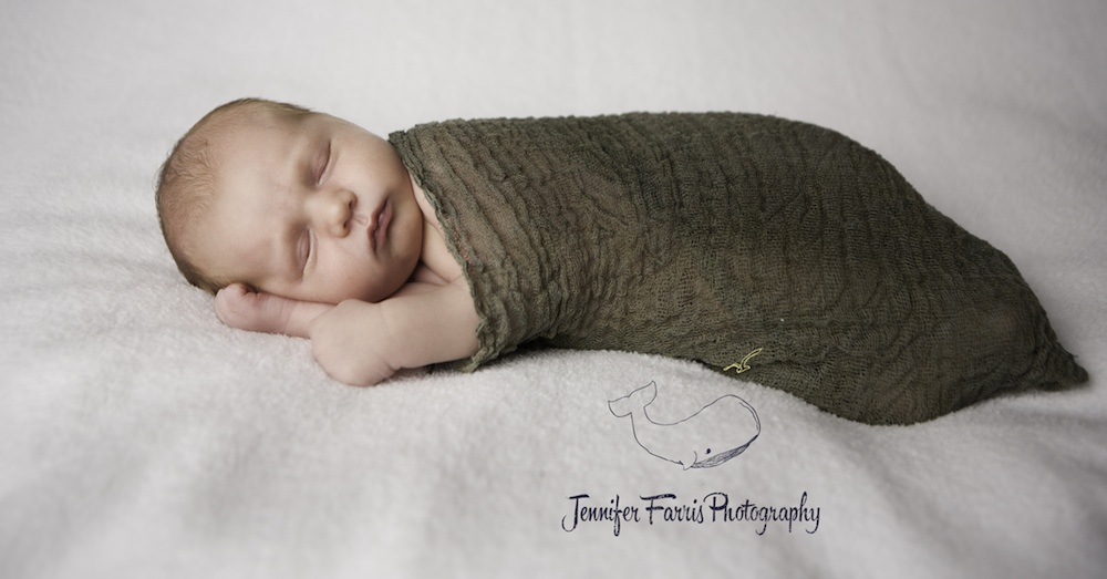 Newborn Photo Session | Jennifer Farris Photography | as seen on GiggleHearts.com