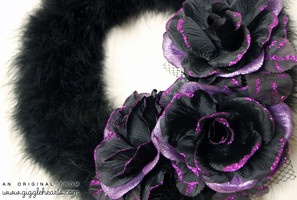DIY Halloween Wreath with Feather Boas and Flower Hair Clips - the details | as seen on www.GiggleHearts.com