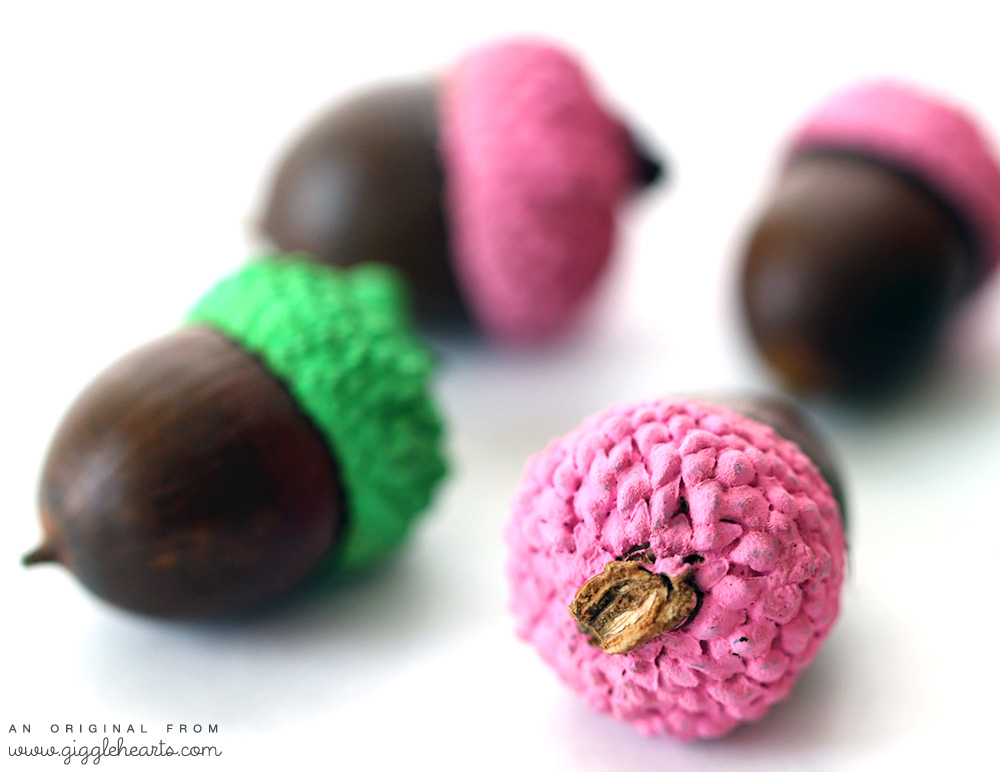 DIY Painted Acorns to match your fall party color palette | as seen on www.GiggleHearts.com