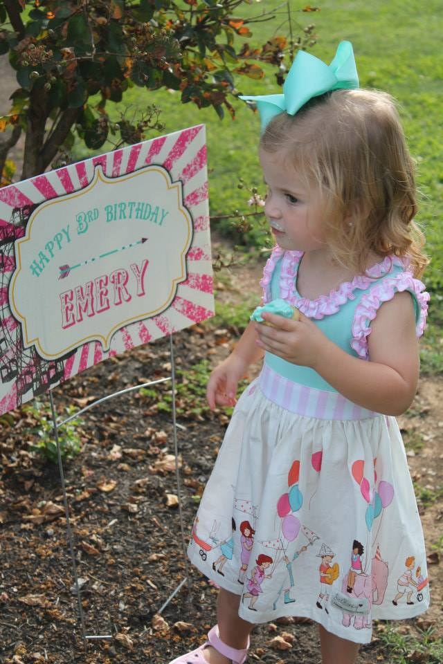 An adorable pink and aqua 3rd birthday party / created by EAE Personalized Creations / as seen on www.GiggleHearts.com