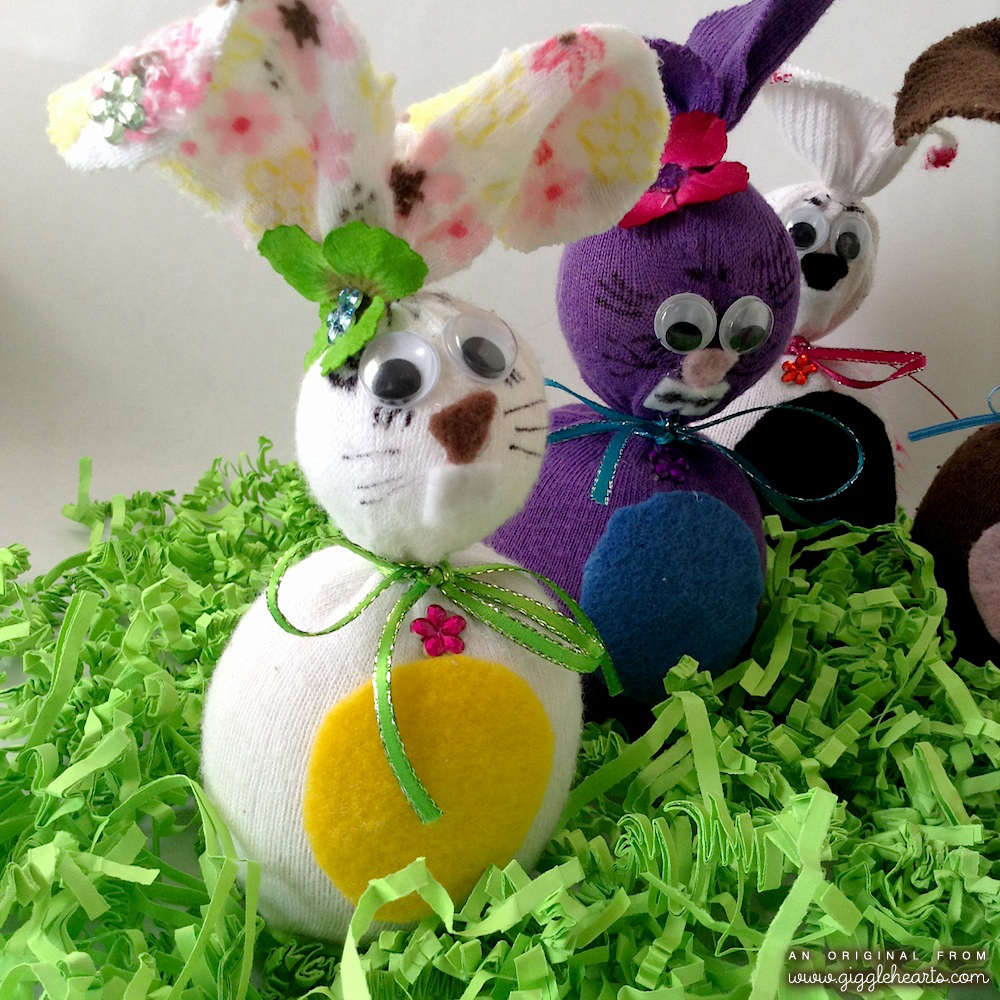 The Sweetest Little DIY Sock Bunnies for Easter or Kids Party Decorations / as seen on www.GiggleHearts.com