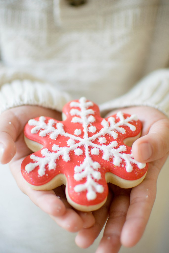 let-it-snow-dessert-table-snowflake-cookie.jpg