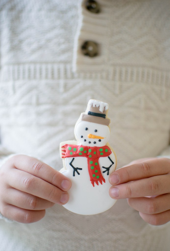 let-it-snow-dessert-table-snowman-cookies.jpg