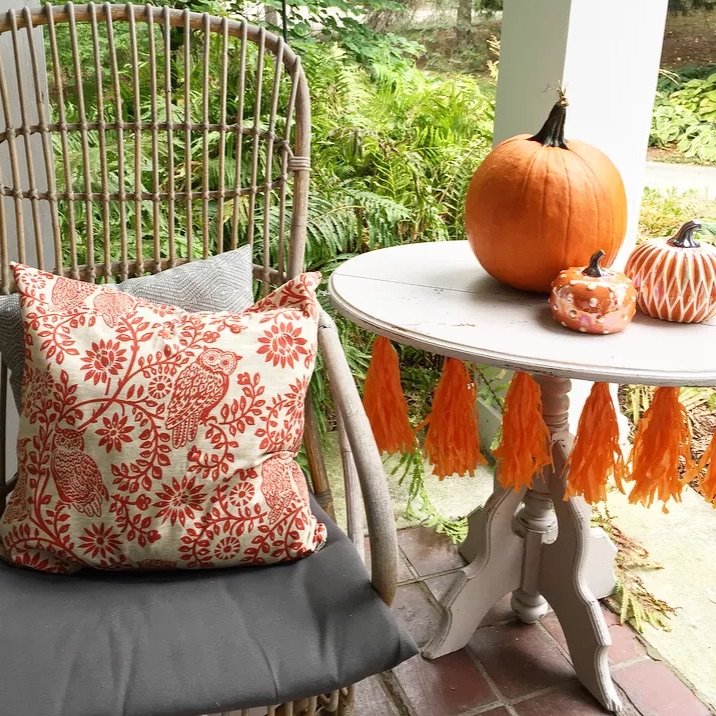 FALL PARTY BLOG HOP STOP NUMBER TWO:    Lori's easy fall outdoor entertaining ideas