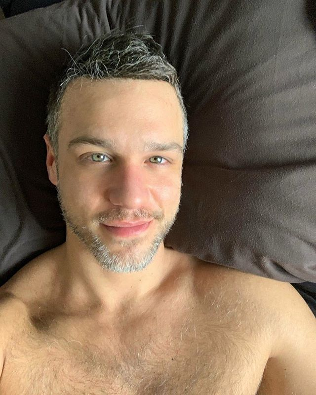 ☀️ Kalimera! ☀️ Καλημέρα! ☀️Good Morning! ☀️ Buongiorno! 😉 ———————————————————— . . . . #beard #greeneyes #blueeyes #man #scruff #grayhair #sunday #lazy #cuddle #greekboy #hairychest #graybeard #beard #mature #cuddleme #kalimera #goodmorning #sundayvibes #cheeky #hoscos